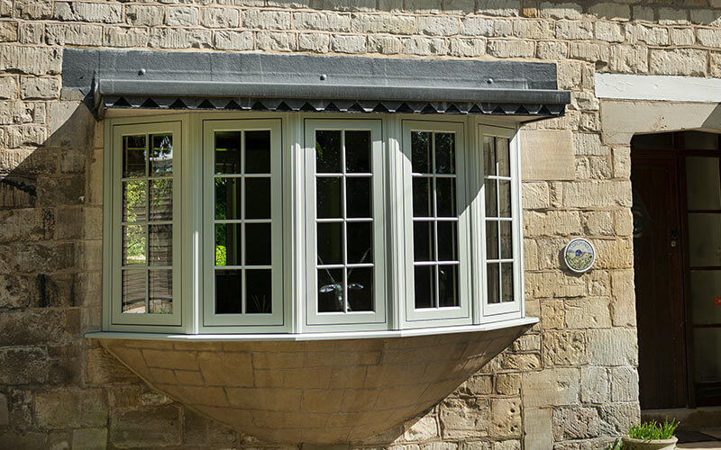 Flush sash bow window